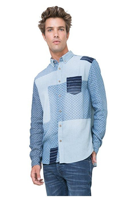 Blaues Desigual Herrenhemd mit langen Ärmeln und originellem Patchwork.