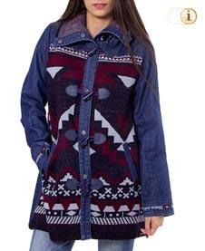 Blauer Desigual Jeansmantel für Damen. Jeansmantel Navai mit ethnischen bunten Mustern, blau.