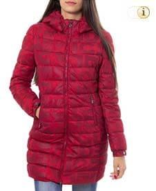 Roter Desigual Wintermantel für Damen. Hüftlanger gepolsterter Mantel mit Rundhalsausschnitt und Logodruck, rot.