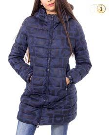 Blauer Desigual Wintermantel für Damen. Hüftlanger gepolsterter Mantel mit Rundhalsausschnitt und Logodruck, blau.