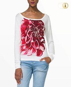 Weisser Desigual Pullover MALTA mit großer roter Blume.