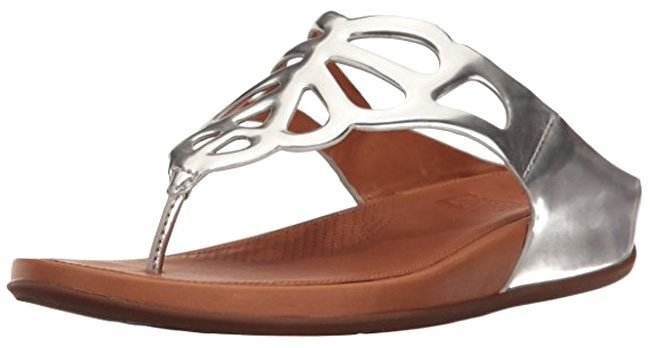 """FitFlop """"BUMBLE"""" Zehenstegsandale in Silber."""
