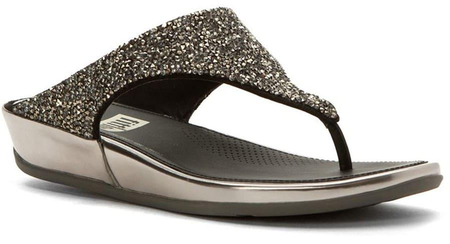 FitFlop Banda Roxy Damen-Sandale. Mit diamantförmigen Kristallsteinen auf dem Oberteil. Farbe: Zinn.