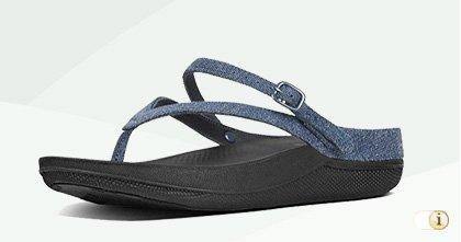 """Fitflop """"Flip"""" Sandalen mit Fersenriemen in blau."""